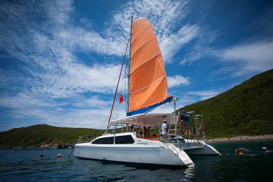 Thuê Du Thuyền Catamaran